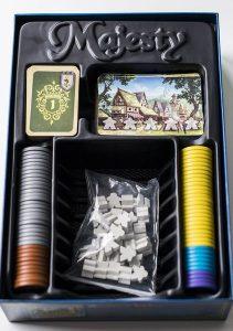 Abrimos las caja del juego de mesa Majesty para ver su contenido